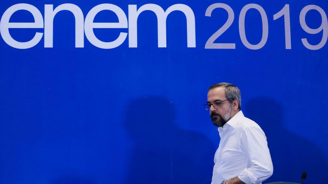 Problemas no ENEM refletem a bagunça que virou o MEC